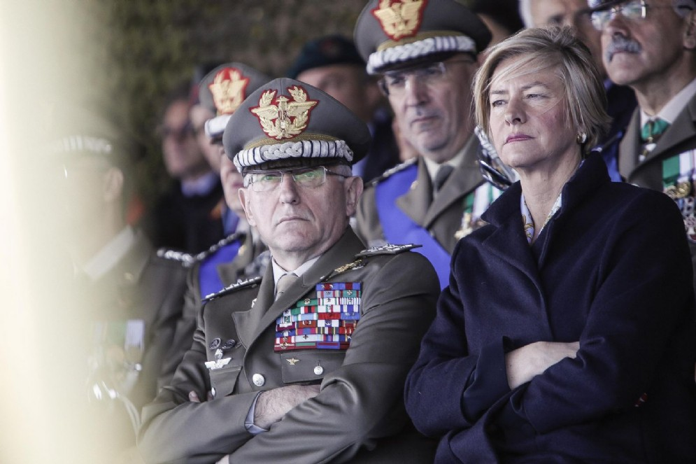 Il capo di Stato Maggiore della Difesa, generale Claudio Graziano, e il ministro della Difesa, Roberta Pinotti