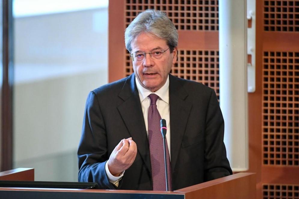Il premier Paolo Gentiloni ha letto i dati della Commissione UE