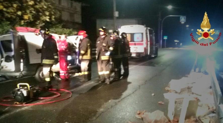 Sul luogo dell'incidente, anche personale di un'ambulanza del 118