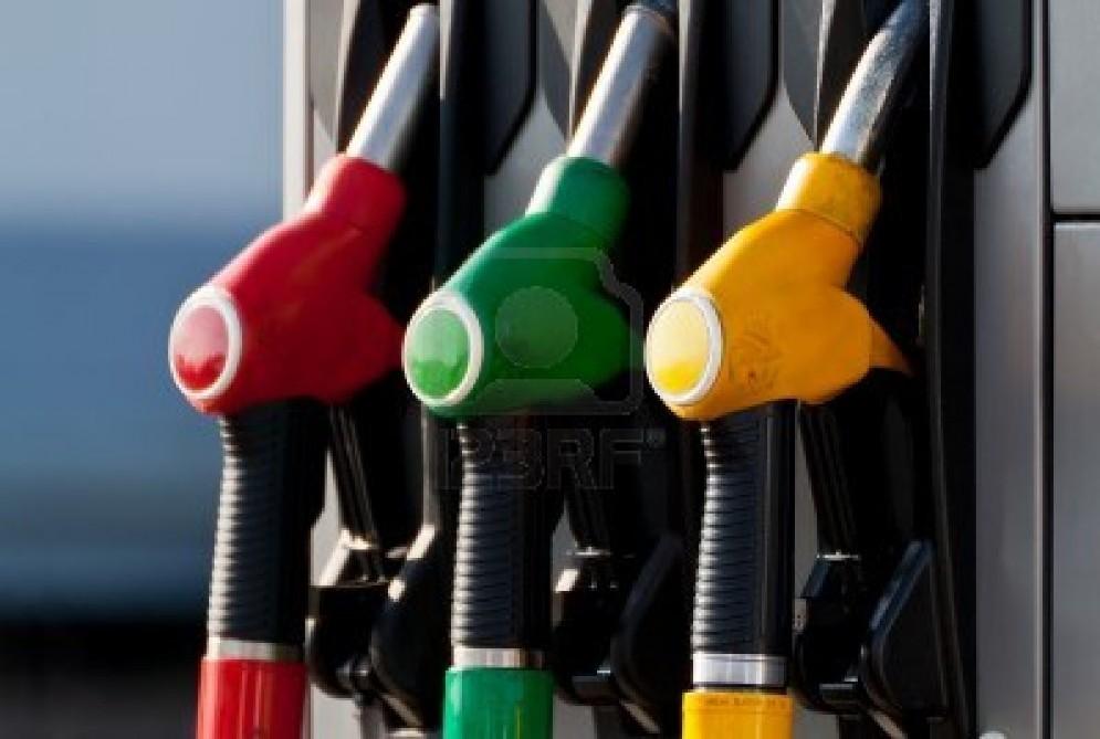 Carburanti: crolla il consumo di benzina, aumenta quello di gasolio