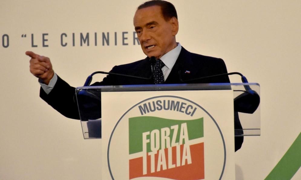 Il presidente azzurro Silvio Berlusconi durante la campagna elettorale siciliana
