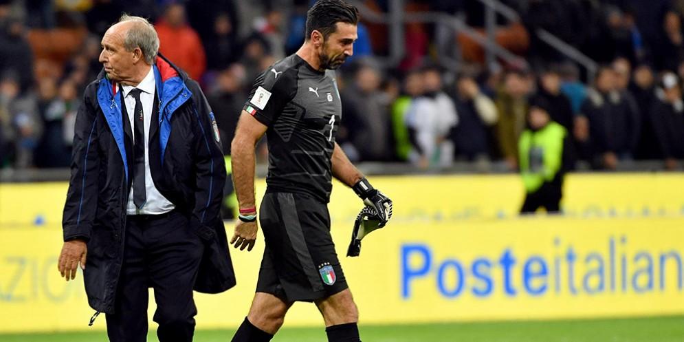 Buffon e Ventura al termine della sfida che condannato l'italia all'esclusione mondiale