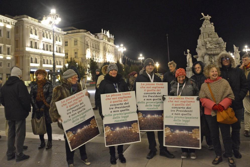 Pd in piazza contro l'intitolazione di una via ad Almirante