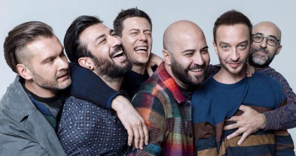 Giuliano Sangiorgi con il gruppo dei Negramaro: «Amore che torni» è il loro nuovo album