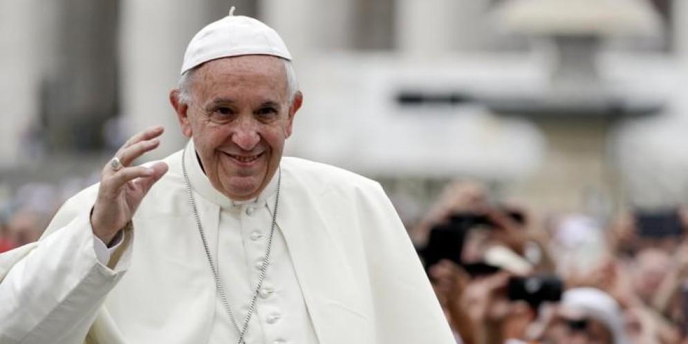 Fine vita, svolta del Papa: «Evitare accanimento terapeutico non è eutanasia»