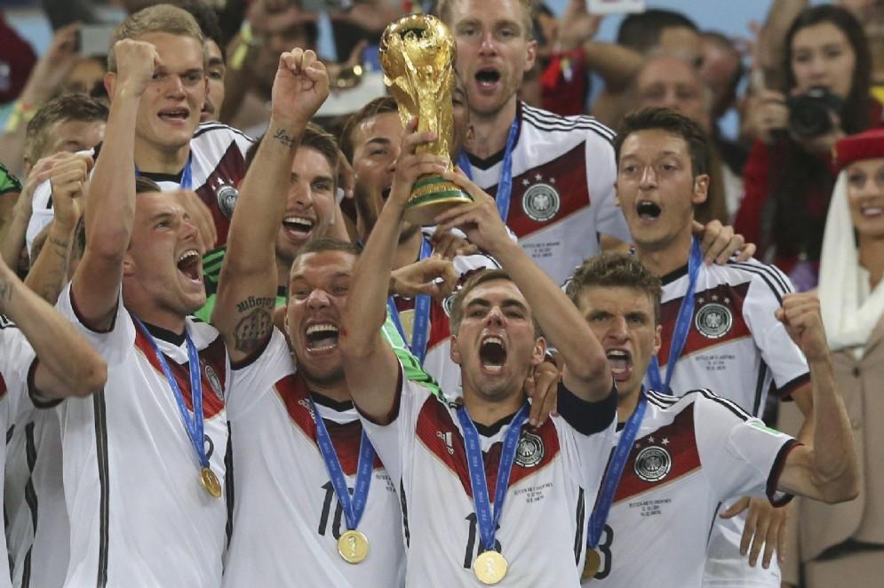 14 luglio 2014: la Germania alza al cielo la sua quarta coppa del mondo