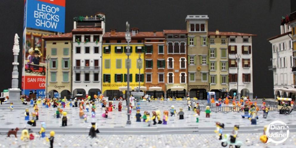 Un mondo di mattoncini in galleria: nuova esposizione diorama Lego