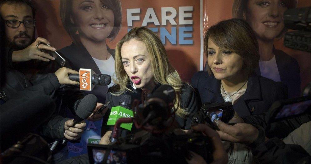 La leader di Fratelli d'Italia, Giorgia Meloni, alla chiusura della campagna elettorale di Monica Picca (D) per il ballottaggio di domenica per la presidenza del Municipio di Ostia