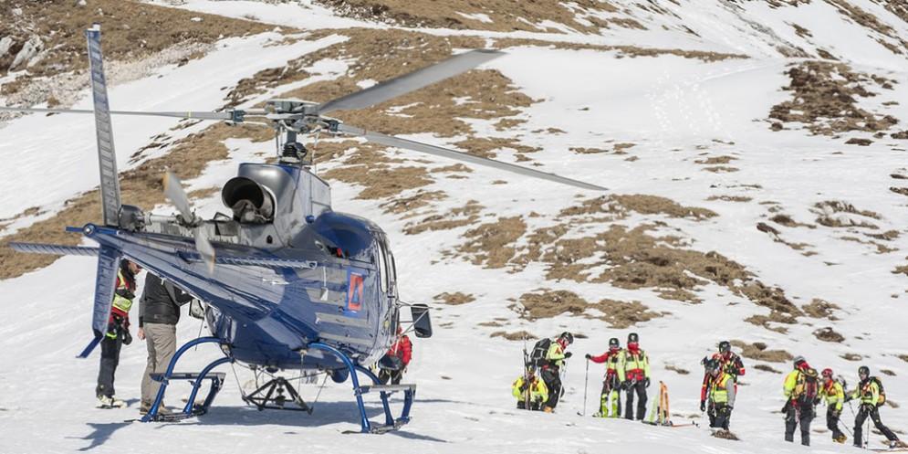 Immagine di repertorio con l'elicottero della Protezione Civile