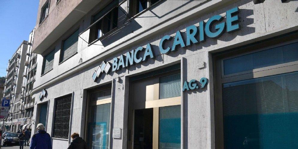 Una filiale del gruppo Banca Carige a Genova