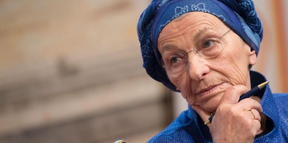 Emma Bonino ha risposto al prete di Bologna che l'aveva paragonata al boss Totò Riina