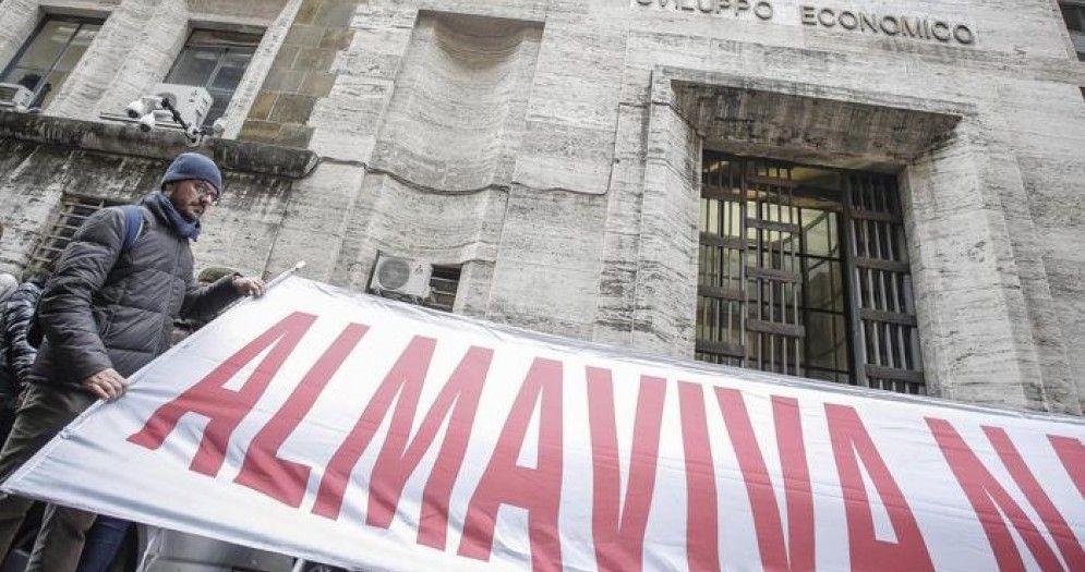 Lavoratori Almaviva reintegrati ma trasferiti da Roma a Catania