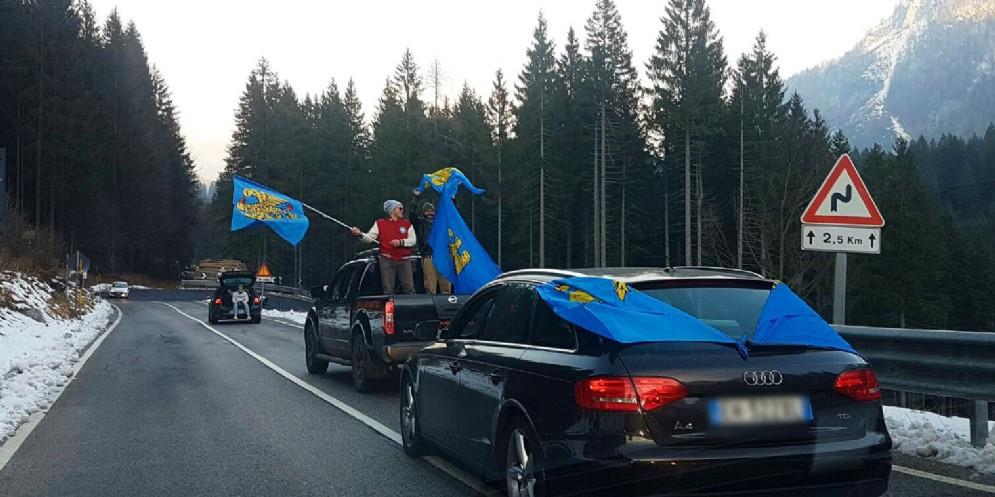 Sappada al Friuli: caroselli di auto in paese