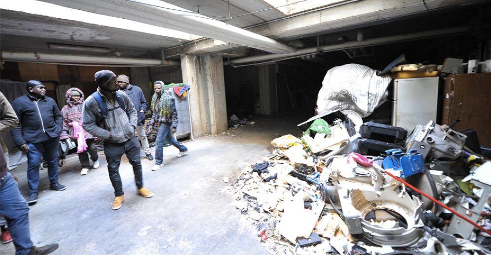 Migranti e rifiuti nei sotterranei dell'ex Moi