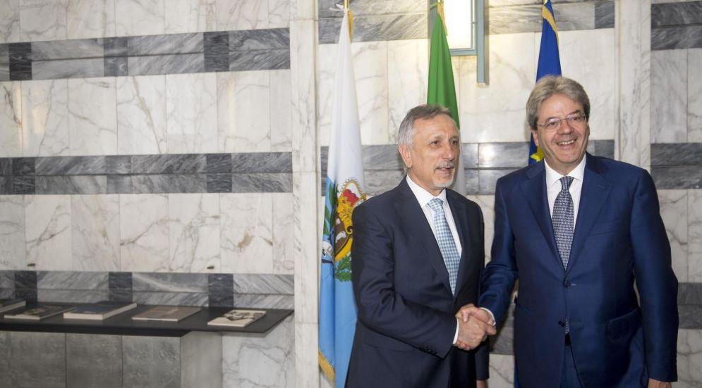 Nella foto l'incontro alla Farnesina tra il premier Gentiloni e il Segretario di Stato per gli Affari esteri della Repubblica di San Marino Pasquale Valentini