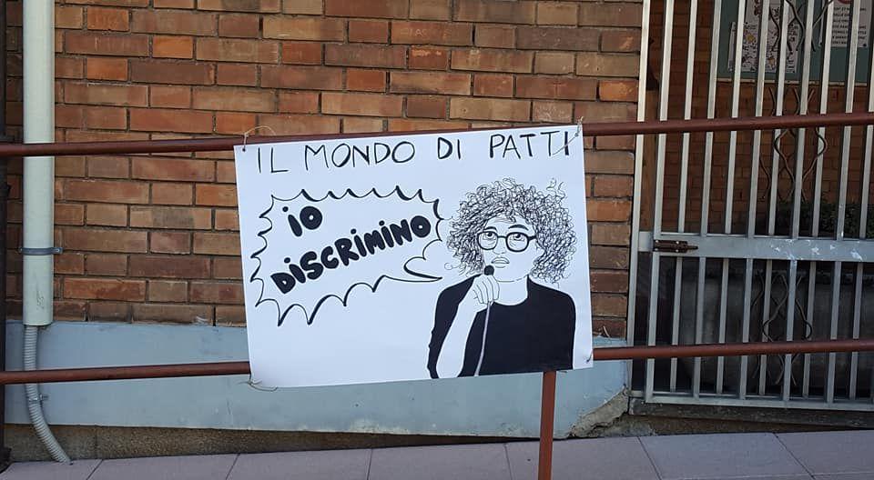 Scuola Margherita, quartiere Mirafiori: striscione contro l'assessore Federica Patti