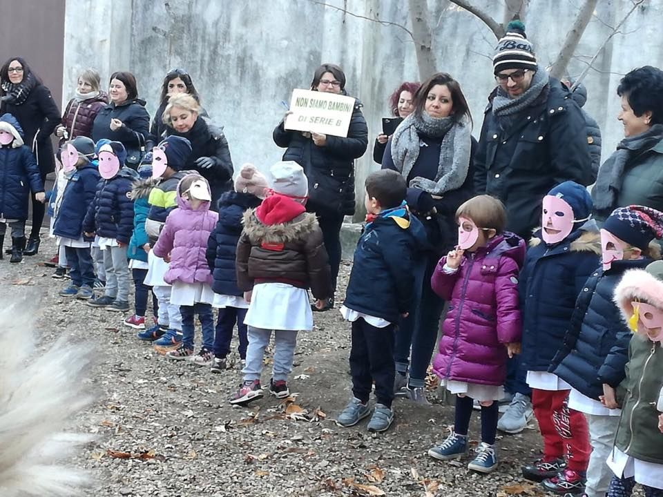 Scuola materna Durio, i bambini in cortile fanno sentire la loro voce