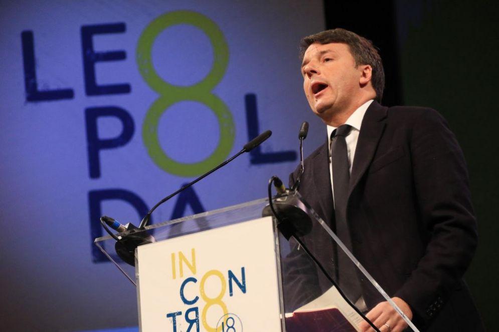 Matteo Renzi sul palco della Leopolda 8
