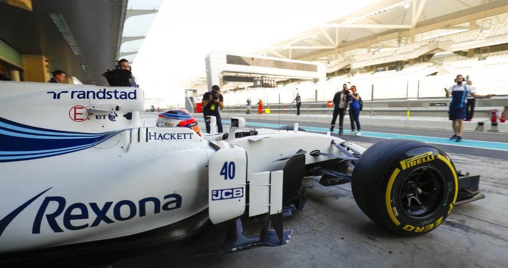 Robert Kubica esce dai box di Abu Dhabi al volante della Williams