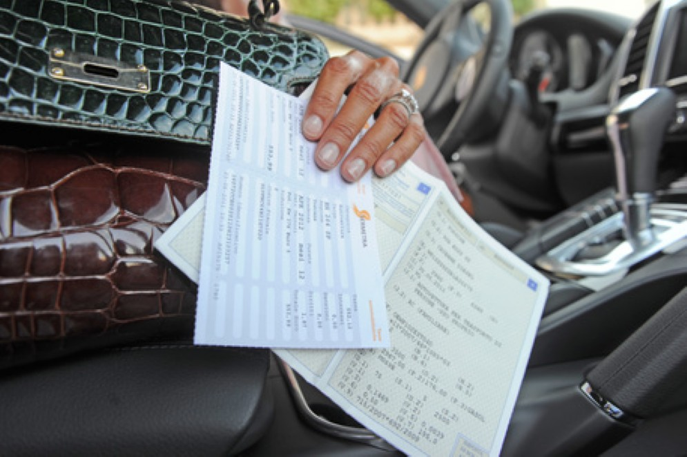 Caos bollo auto per i veicoli ibridi