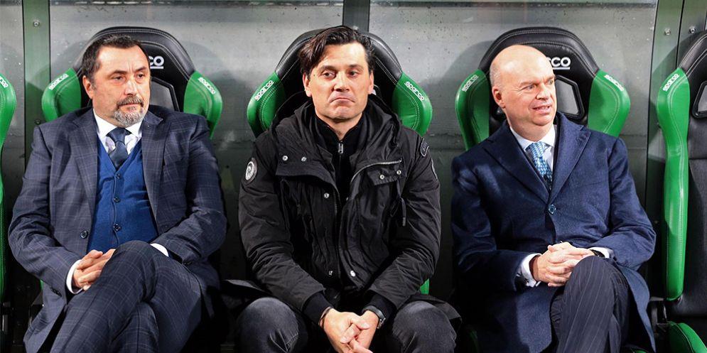 Mirabelli accanto a Fassone e l'ex tecnico del Milan Montella