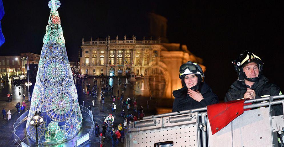 Accensione dell'albero di Natale in piazza Castello