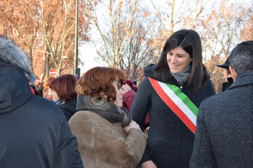 Chiara Appendino insieme alle famiglie delle vittime della ThyssenKrupp