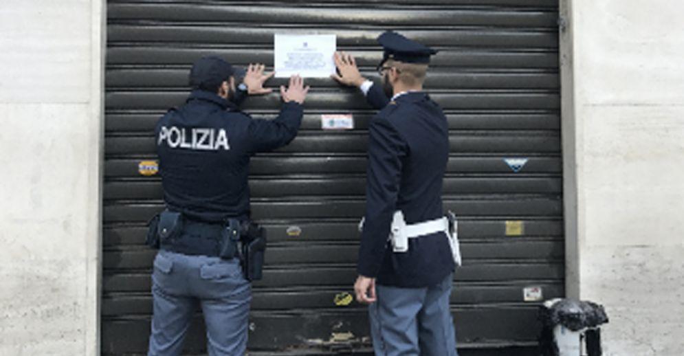 I poliziotti chiudono il Bar Alea