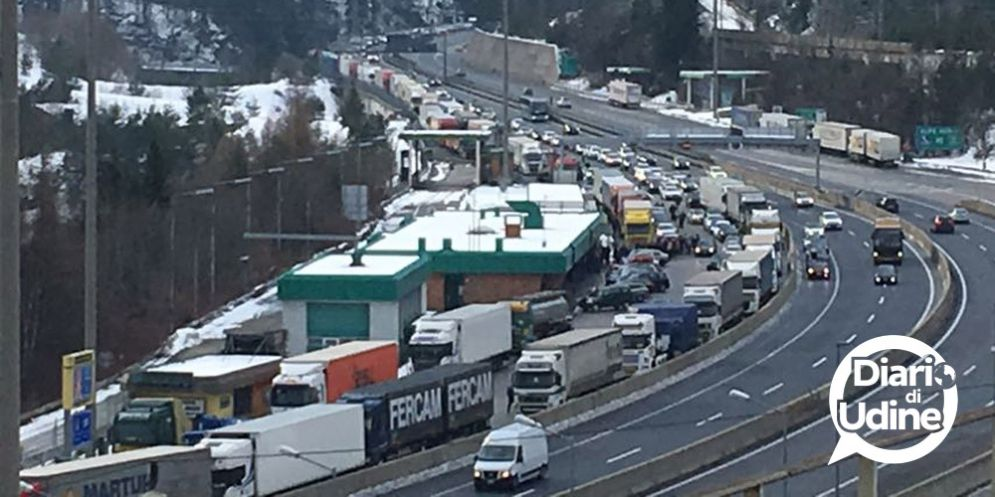 Autostrada bloccata a Tarvisio: tutti ai mercatini in Austria