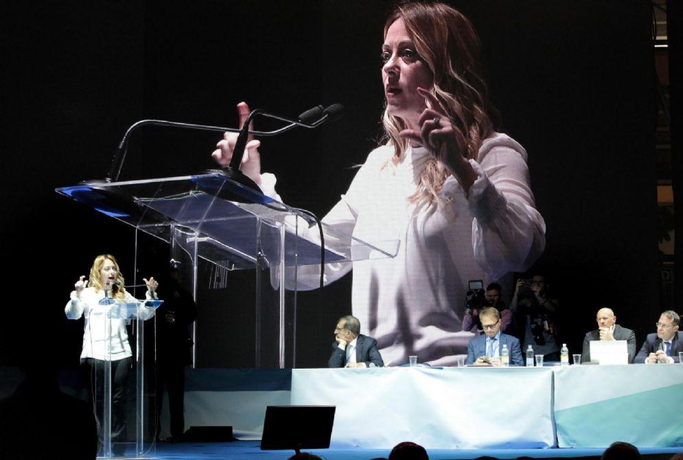 La presidente di Fratelli d'Italia Giorgia Meloni durante il suo intervento sul palco del congresso nazionale del partito al PalaRubini di Trieste, 2 dicembre 2017