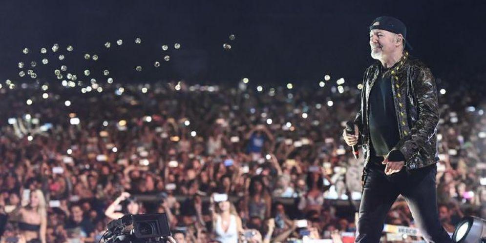 Vasco Rossi durante il concerto evento al Modena park