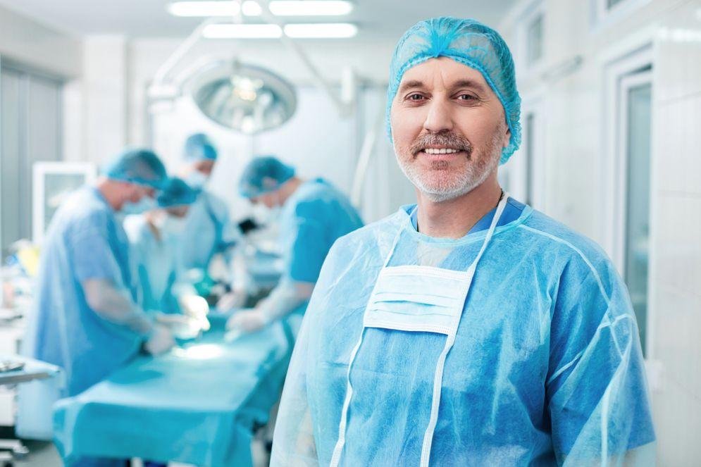 Medici salvano un  paziente in fin di vita dopo aver studiato tutta la notte