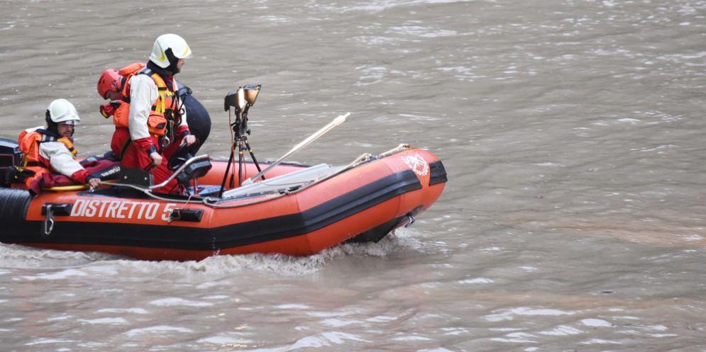 Il cadavere di una donna trovato nel fiume: in corso le indagini