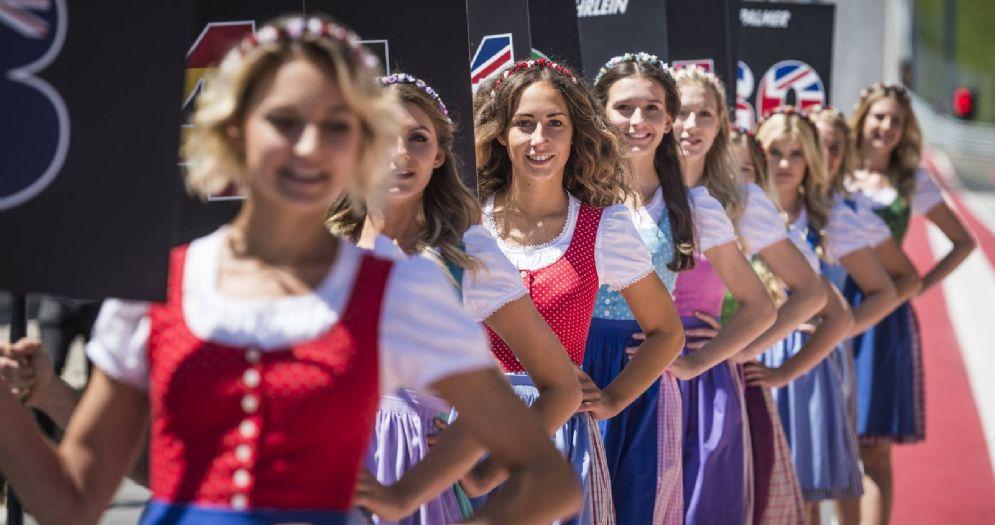 Le grid girl sulla griglia di partenza della Formula 1
