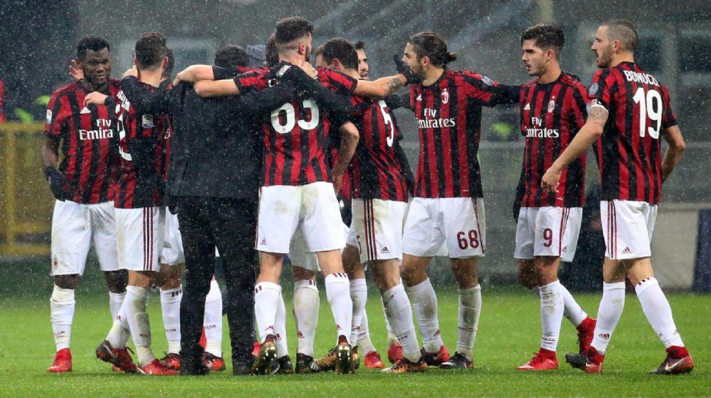 La gioia dei rossoneri dopo il successo sul Bologna