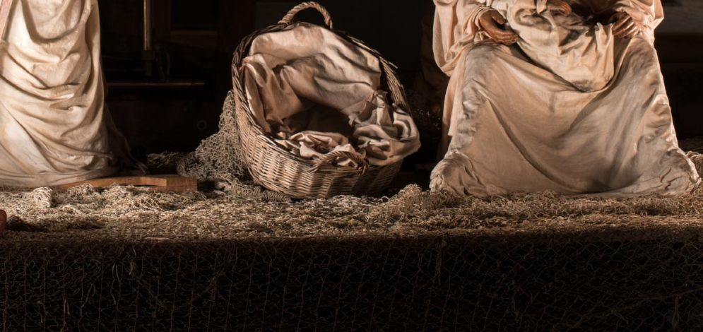 Gesù rappresentato sul un barcone: è polemica per il presepe di via Gemona