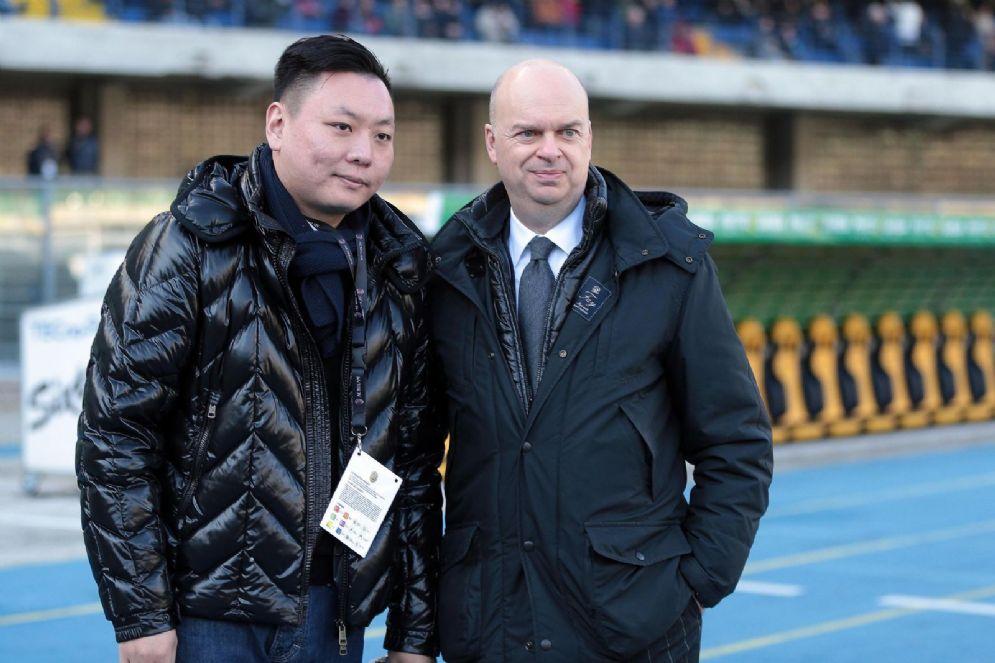 Han Li e Marco Fassone ancora sorridenti prima della sconfitta di Verona