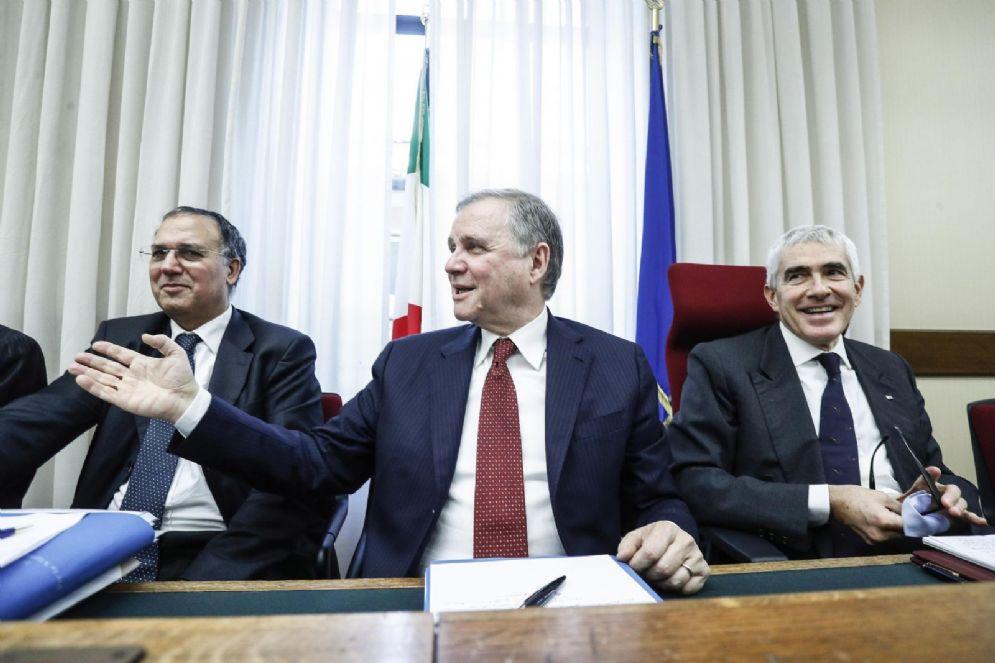 Carmelo Barbagallo, il governatore della Banca d'Italia Ignazio Visco e Pier Ferdinado Casini durante l'audizione in commissione inchiesta sulle banche