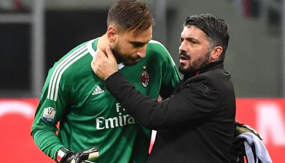 Donnarumma rincuorato da mister Gattuso dopo la contestazione dei tifosi