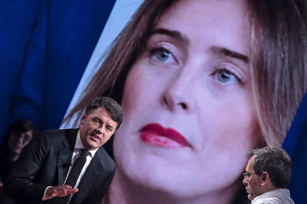 """Il segretario del Partito Democratico Matteo Renzi durante la trasmissione televisiva di La7 """"Piazzapulita"""" condotta da Corrado Formigli"""