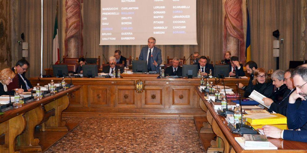 «La Regione consenta di dare contributi a Comuni e associazioni»