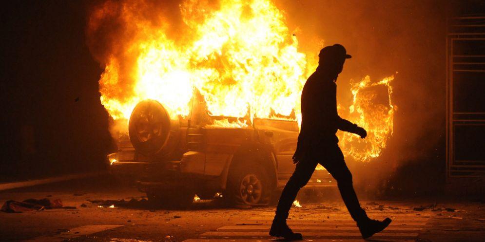 AZZANO DECIMO - Incidente stradale in piena notte sulla A28 in direzione Conegliano-Portogruaro (km 13) dopo l'entrata di Azzano Decimo. Sulla carreggiata un auto in fiamme. Alla guida una donna di 19 anni uscita autonomamente dalla vettura capottata