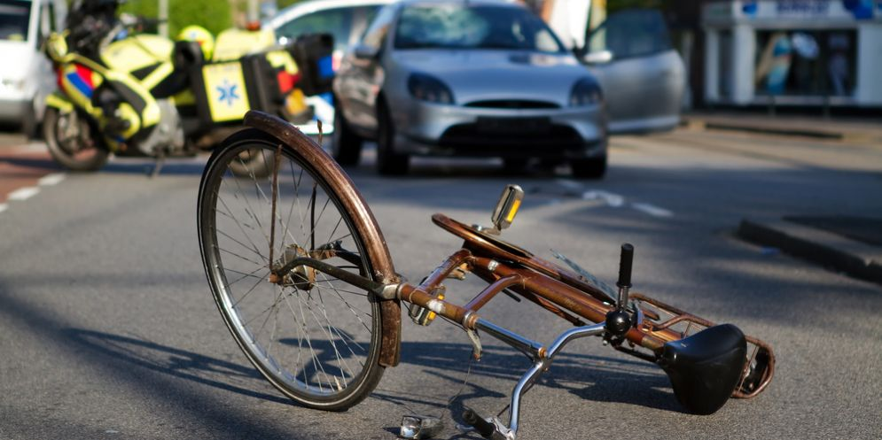Incidente in bicicletta, trauma cranico per il ciclista