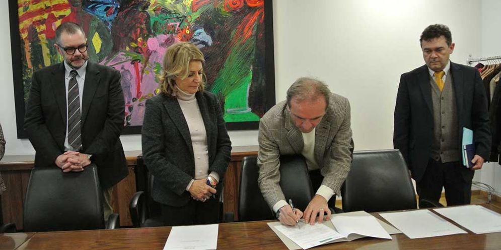 Maria Sandra Telesca (Assessore regionale Salute, Integrazione socio-sanitaria, Politiche sociali e Famiglia) alla firma dell'intesa tra il CRO di Aviano e l'Istituto oncologico kazako di Almaty
