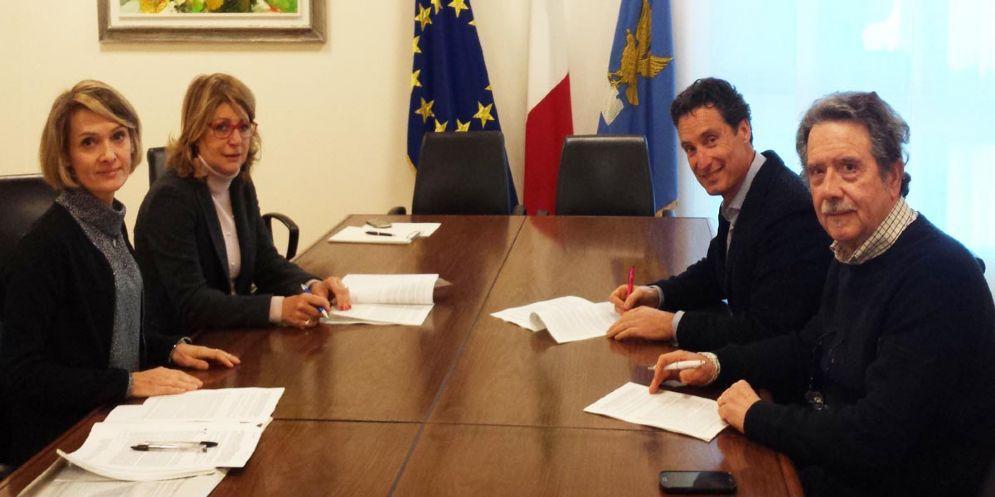 Salute: firmato il rinnovo dell'accordo quadro con le farmacie