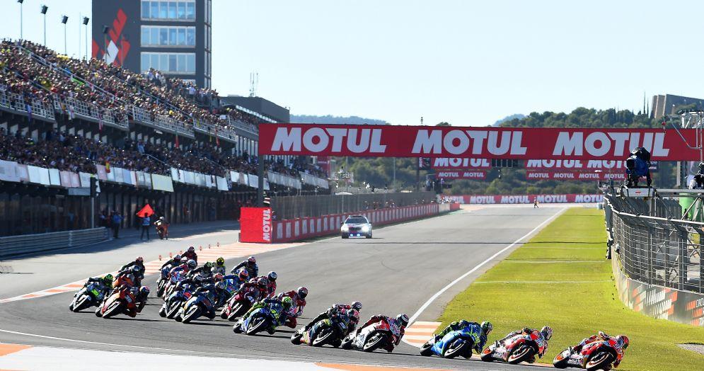 La partenza dell'ultimo Gran Premio del 2017 a Valencia