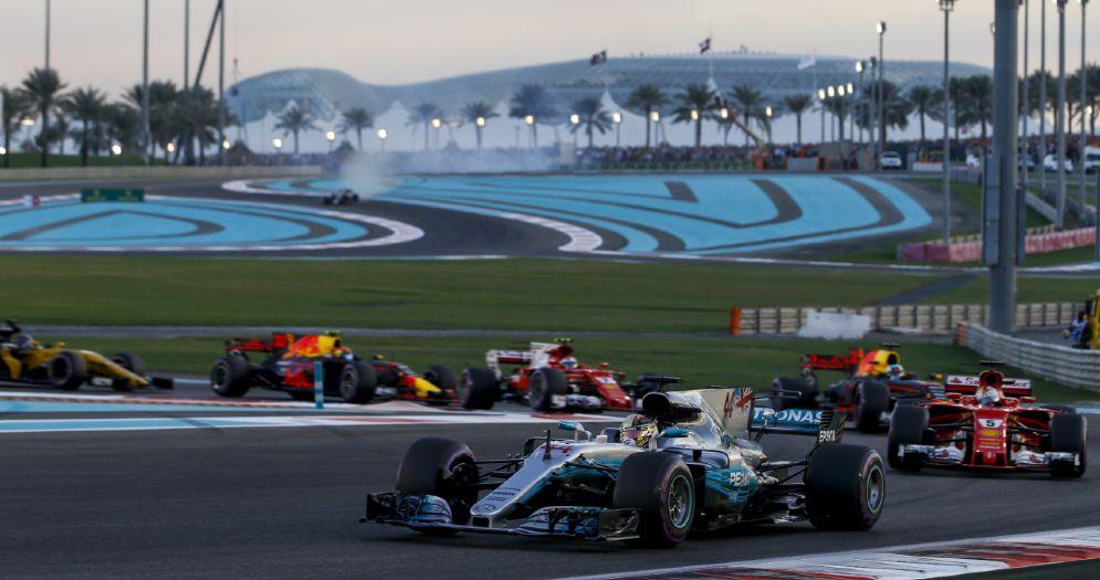 La partenza dell'ultimo Gran Premio del 2017 ad Abu Dhabi