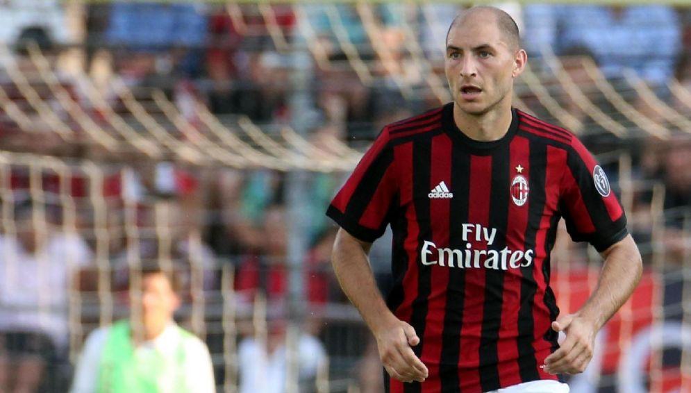 Gabriel Paletta, difensore in uscita dal Milan