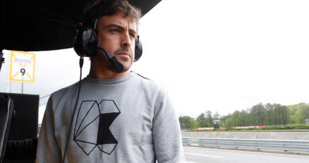 Fernando Alonso al muretto box della United Autosports
