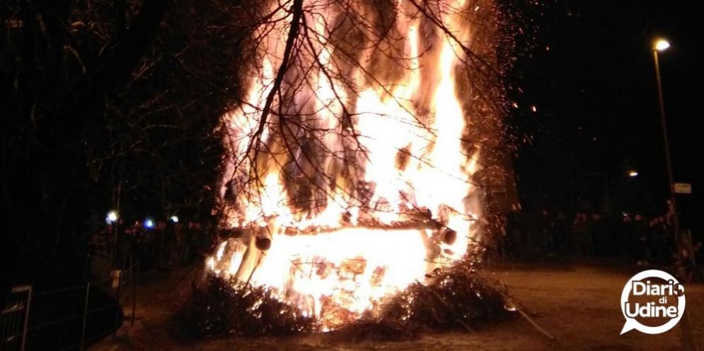 Sedilis - Pignarûl: i fuochi epifanici del Friuli bruciano e salutano l'anno nuovo!